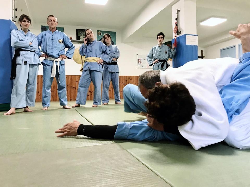 Travail des immobilisations avec Mr Bastelica de L' ASPTT Judo
